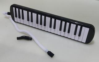 Melodica De Piano Con Estuche Semi Duro Y 2 Boquillas