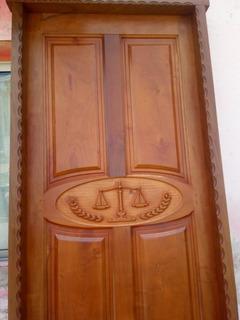 Puerta Tallada Algarrobo Balanza De La Justicia