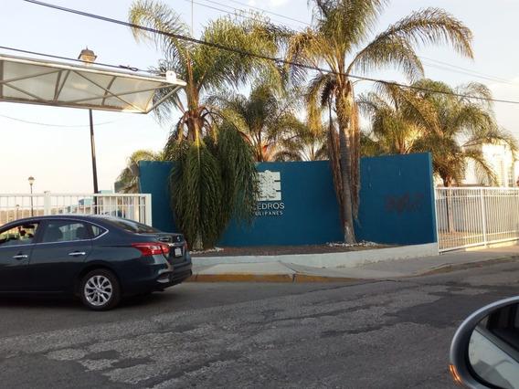 Depa Con 2 Baños, Condominio En Zona Tec De Monterrey.