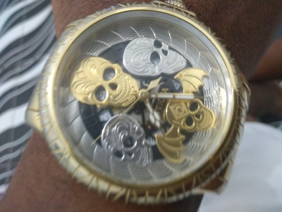 Um Relógio Invicta 21748