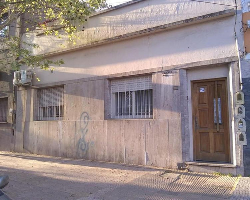 Tipo Casa Al Frente 3 Amb Con Patio Y Terraza En Lanus Oeste