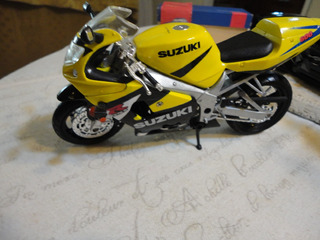 Suzuki Gsx-r600 De New Ray. 1/12. Espectacular!