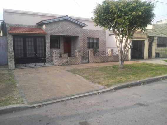 Casa Venta 2 Dormitorios 1 Baño - Terreno 202 Mts 2 - Berisso