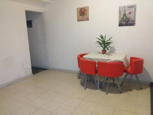 Casa De 3 Dormitorios A Nuevo Con Fondo Amplio Y Cochera