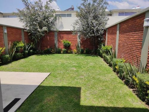 Imagen 1 de 14 de Hermosa Casa Con Amplio Jardín A 15 Min De Galerías Metepec