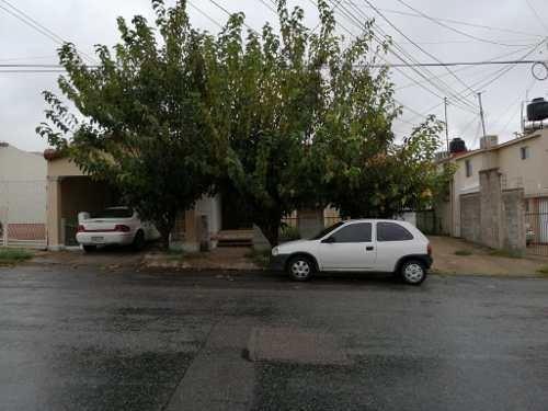Casa Con Muy Buena Ubicación, Cerca De Vialidades Principales De Un Piso.