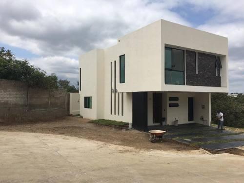 Hermosa Residencia En Venta En Madeiras, Capital Norte En Guadalajara