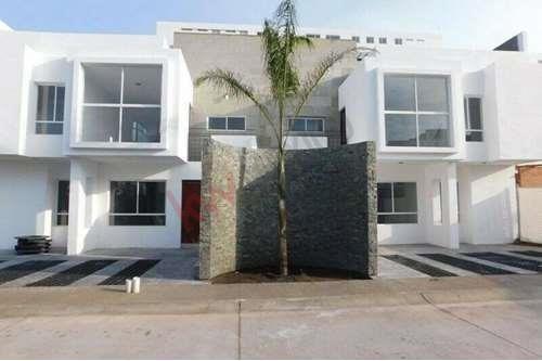 Venta De Casa Duplex En Juriquilla Queretaro Planta Baja 3 Habitaciones Y Amenidades Precio De Promocion