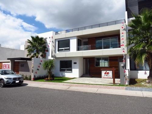 Imagen 1 de 14 de El Refugio - Casa En Calle Abierta, Con Amplio Jardín. Venta
