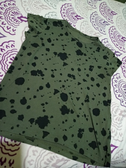 Remera Gef Verde Militar Con Manchas Negras.