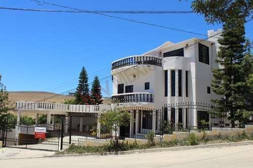 Casa En Venta En Playas De Rosarito Ubicada En Fraccionamiento La Mina. Ideal Para Familia Grande O Multifamilias