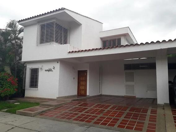 Elisha Dcesare Vende Town House En Resd. Los Girasoles