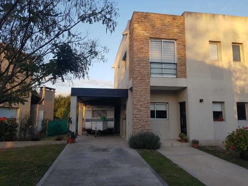 Casa De 3 Dormitorios  - Pilar  - Expensas Incluidas