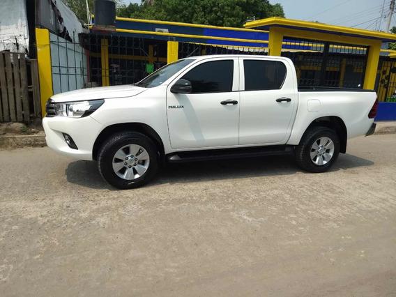 Toyota Hilux 2.7 Cabina Doble Sr Mt 2018