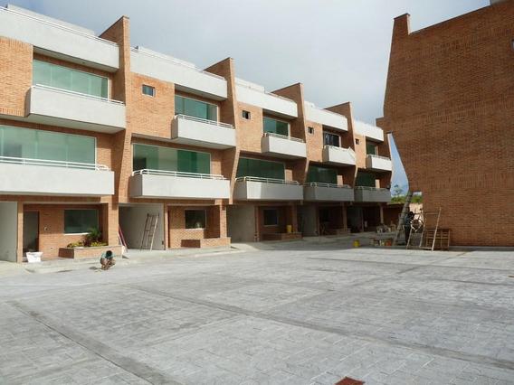 Townhouse En Venta En Loma Linda Mls #20-14635