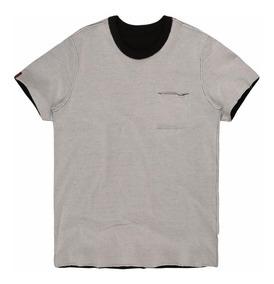 Camiseta Masculina Bolso Dupla Face
