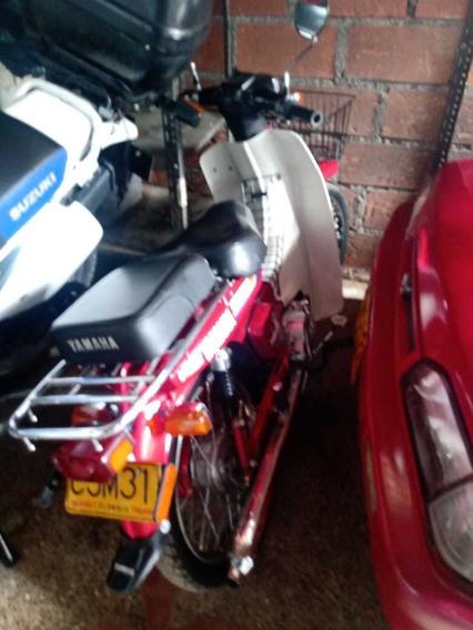 Moto Yamaha V80 Roja