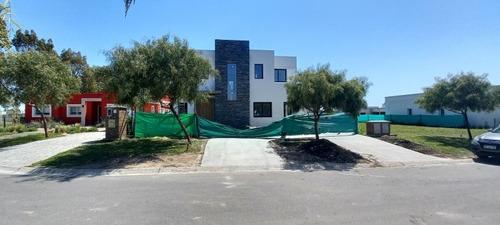 Imagen 1 de 12 de Santa Elena -pilar El Este ,con  O Sin Pileta Excelente Casa