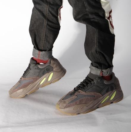Tênis adidas X Yeezy Boost 700 Mauve