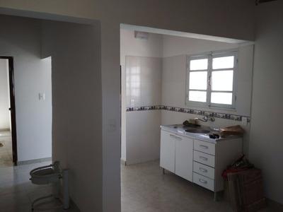 Casa De 4 Ambientes. 3 Dormitorios O 2 Y Living. Gran Fondo
