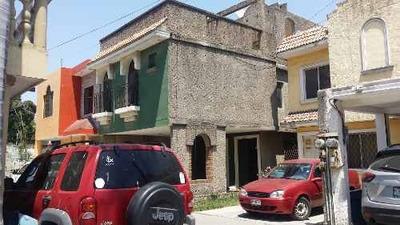 Casa En Venta En Fraccionamiento A Media Cuadra De Avenida Monterrey