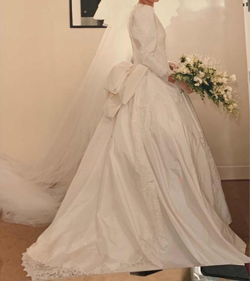 Vestido De Noiva Em Tafetá E Pérolas