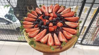 Chesecake De Frutos Rojos, Maracuya Y Frutilla Mesa Dulce