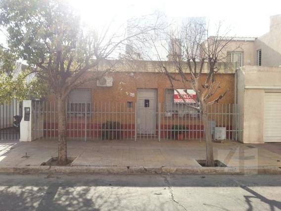 Casa En Alquiler 2 Dormitorios, A 1 Cuadra De Av Colon. Francisco Muñiz Al 300