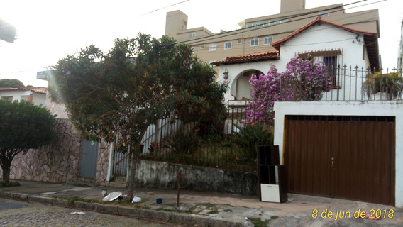 Casa De 03 Quartos No Bairro Sagrada Família - Pr2499