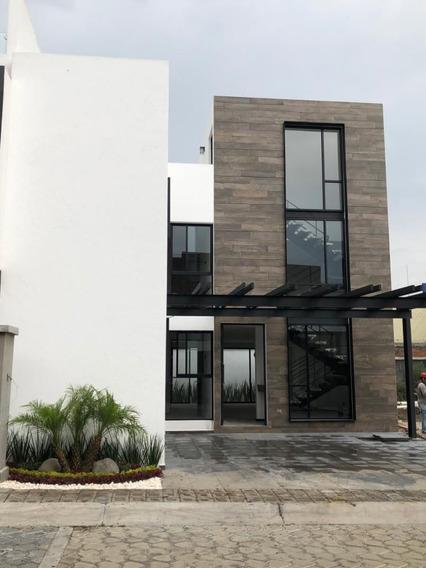 Casa Residencial En Fraccionamiento Monteolivo