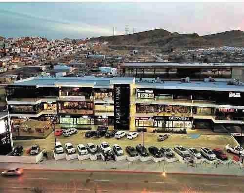 Local En Renta En Plaza Platinum 614 Sobre Avenida De La Cantera