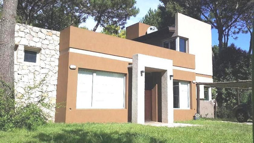 Hermosa Casa En Venta Con Pileta