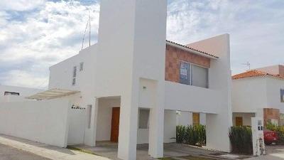 Casa En Renta En Santa Fe Juriquilla Con Amplio Jardín.