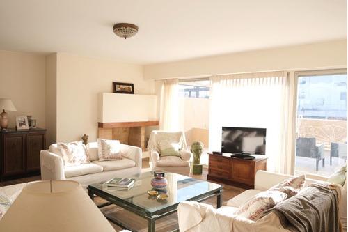 Apartamento En Venta De 5 Dormitorios C/ Cochera En Montevideo
