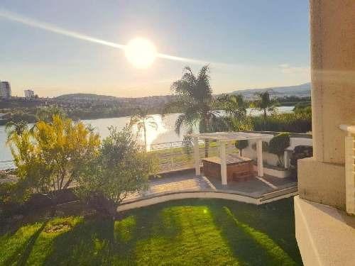 Residencia En Venta En Privada Con Seguridad Junto Al Campo De Golf Y El Lago En Juriquilla