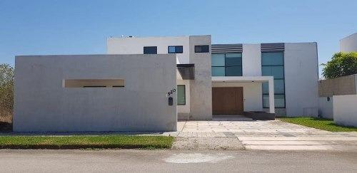Casa En Venta En Privada Residencial Xcanatun F Mcv-158