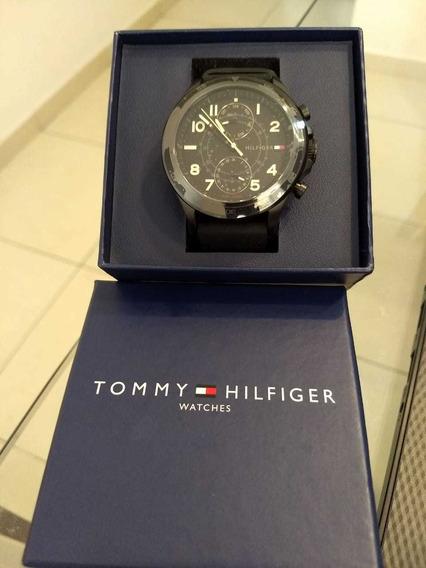 Relógio Tommy Hilfiger Com Dia Da Semana E Dia Mês Analógico