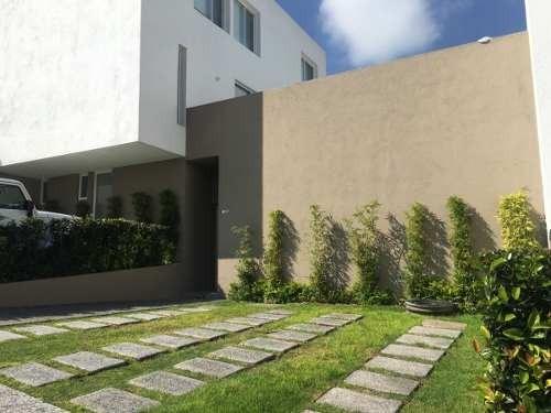 Venta. Casa En Planta Baja. Corregidora, Querétaro