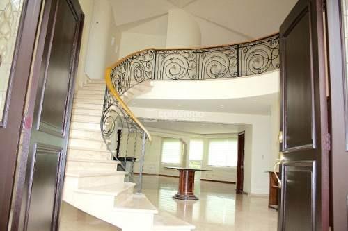 Hermosa Casa En Venta En Uno De Los Mejores Fraccionamientos De Zona Esmeralda