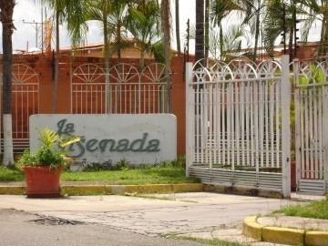 Casa En Venta En La Ensenada, San Joaquin, Carabobo,19-60007