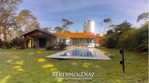 Espectacular Casa Con Excelente Entorno A Tan Solo Cuadras De La Playa- Ref: 184