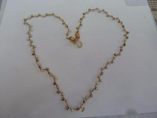 Colar Corrente 50cm Dourada Mini Perolas Prateadas Fantasia