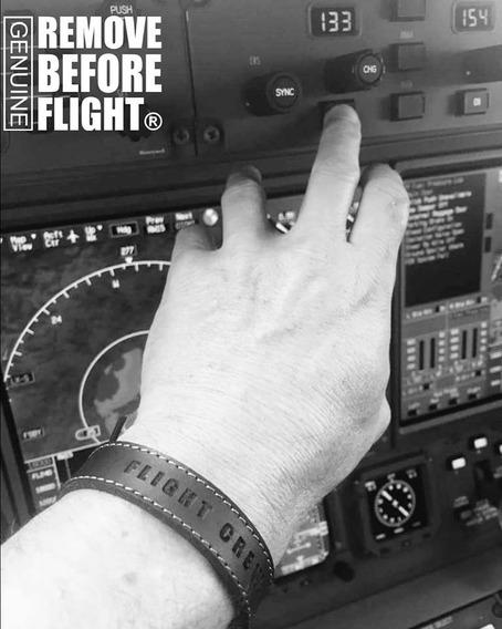 Brazalete Flight Crew Leather - Remove Before Flight ®