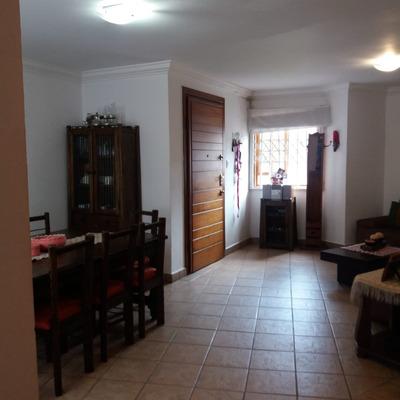 Departamento 3 Habitaciones Mas Estudio, Centro De Quito.