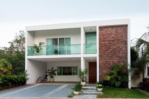 Casa En Venta En Privada Residencial En Playa Del Carmen (802)