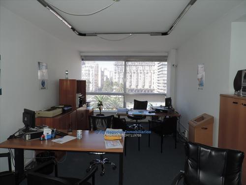 Imagen 1 de 8 de Oficina O Vivienda, Plaza Independencia 3 Dormitorios