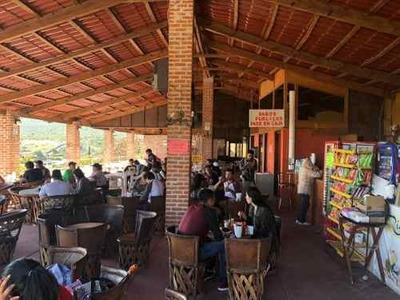 Se Vende Restaurante A La Falda De Peña De Bernal, Con Mucha Clientela, Atención