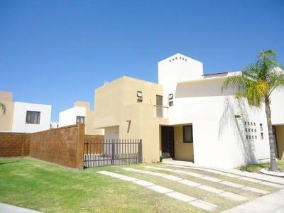 Renta Casa 4 Recamaras Puerta Real Club Privada Alberca