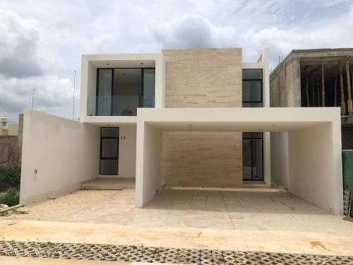 Casa En Venta En Privada Con 3 Recámaras Y Alberca En Temozón,mérida,yucatán