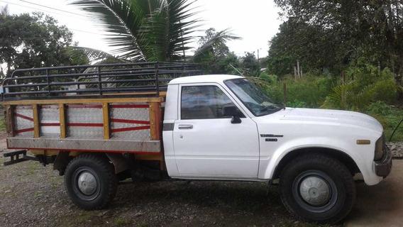 Camioneta Toyota Stout